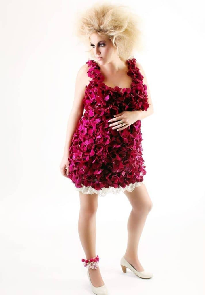 הפקת אופנה עם פרחים עיתון מעריב 2