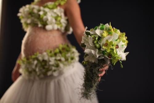 הפקת אופנה עם פרחים עיתון מעריב 5