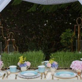 שזירת פרחים- שולחן מוזהב