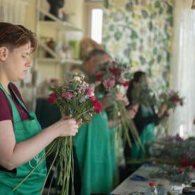 שיעור שזירת זר ספיראלה קשור - קורס שזירת פרחים מתחילים