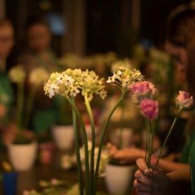 קורס שזירת פרחים מתחילים - שיעור שזירת פרחים הסידור המודרני