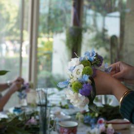 קורס שזירת פרחים מתקדמים - שיעור שזירת תכשיט פרחים מחווט