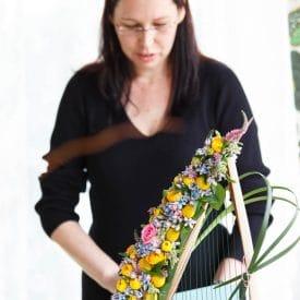 קורס שזירת פרחים מתקדמות - פרויקט הסיום של חגית הוברמן - על פרחים ומוסיקה