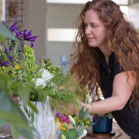 """איילת מעצבת פרחים בוגרת אורית הרץ - ביה""""ס לשזירת פרחים"""