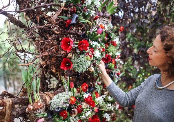 על פרחים ושורשים – מסע פנימי אל עצמי דרך הפרחים